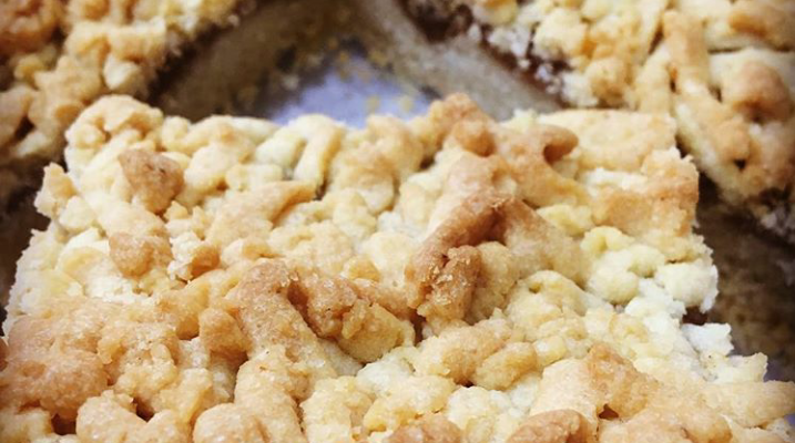 Kremalı Kırıntılı Şeftalili Kek Tarifi