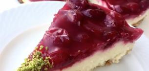 Vişneli İrmik Kremalı Pasta Tarifi