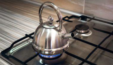 Sararmış ve Kireçlenmiş Çaydanlık Nasıl Temizlenir?